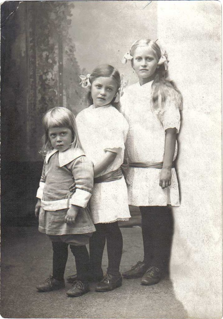 Toivo, Aira and Irma Hornborg 1918