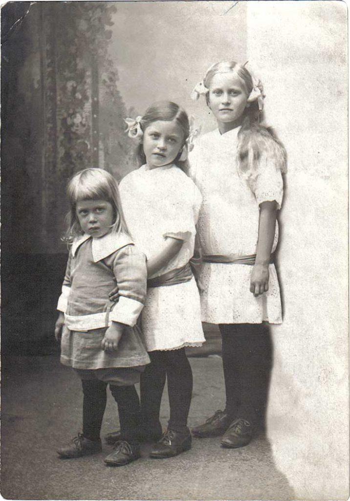 Toivo, Aira och Irma Hornborg 1918