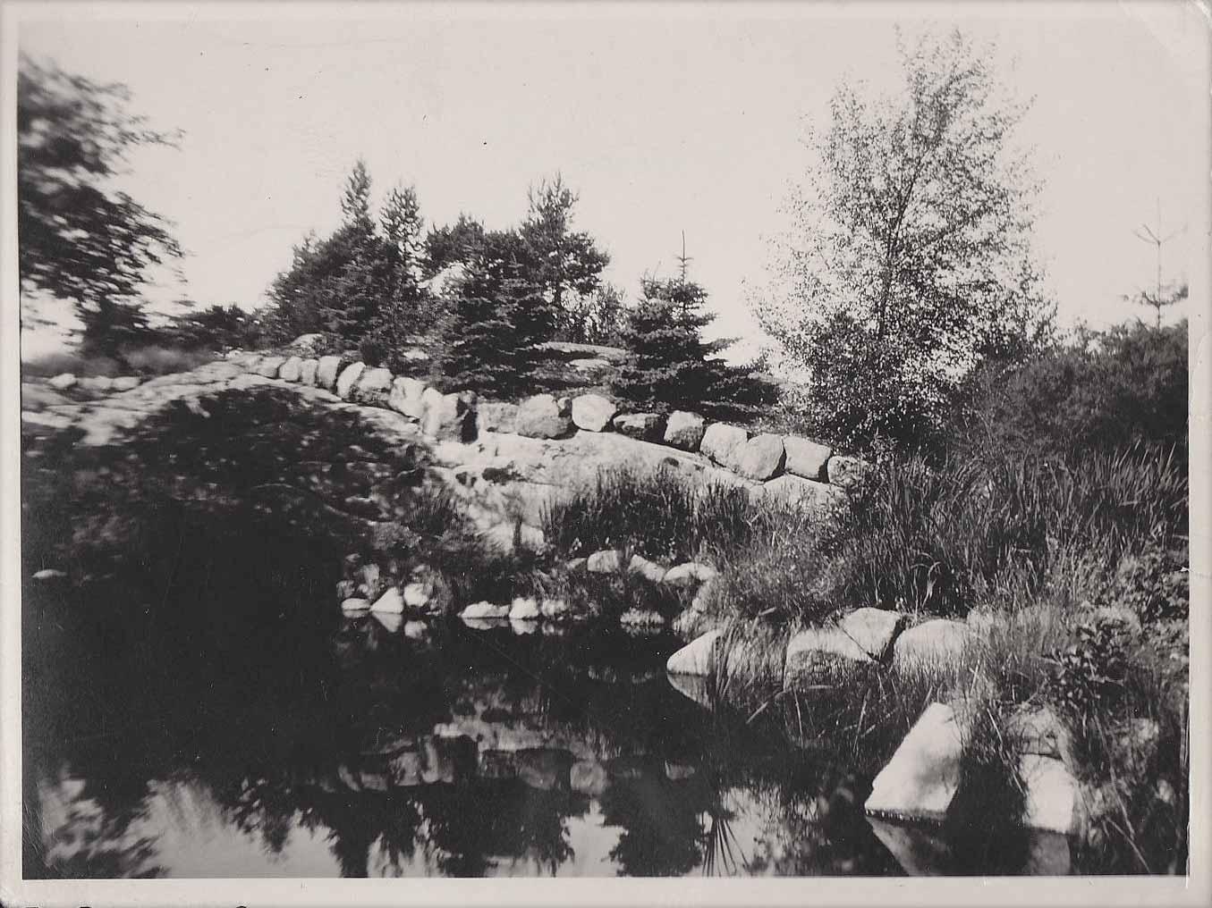 Arboretumin lammikko ja kivetyksiä vuodelta 1923