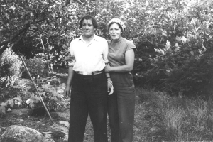 Fanni förhöll sig väldigt skeptiskt till kameror, men en gång lyckades Aira Lennes få med henne på ett fotografi.